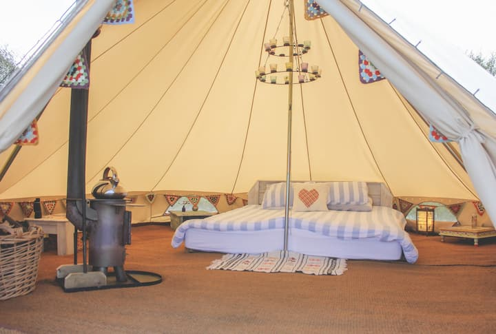 Beautiful Bell Tent, DREAM location, SEA views : )