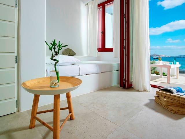 Beachfront Premium suite with private beach area