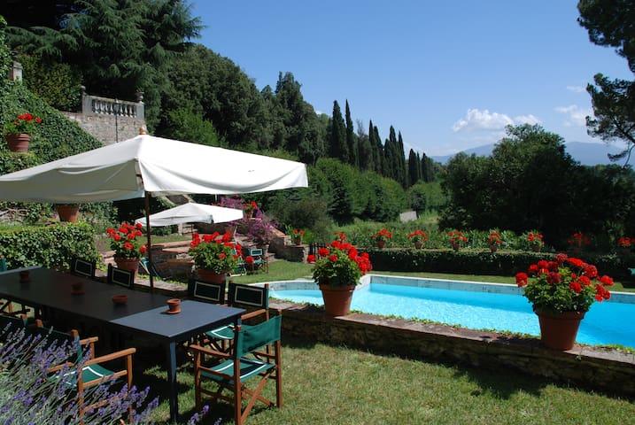 villa con piscina e campo da tennis in esclusiva - Lucca - Villa