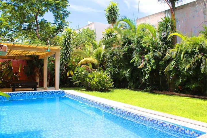 Homely apartment with great pool garden!
