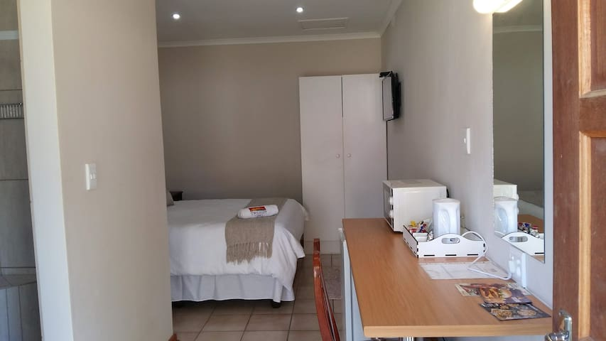 Twilight Inn        (Room 1 of 3)
