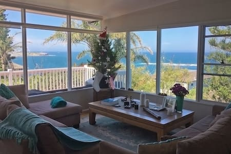 4 Bedroom house Best ocean views in Coogee