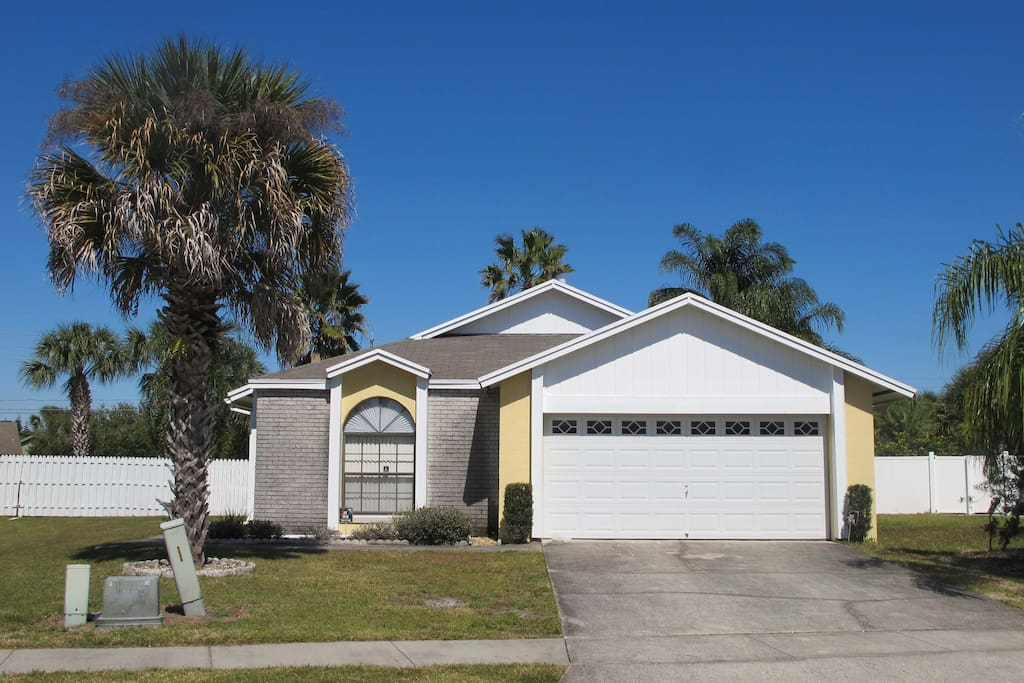 Large Lot Pet Friendly Pool Home Houses For Rent In Kissimmee Florida Uni