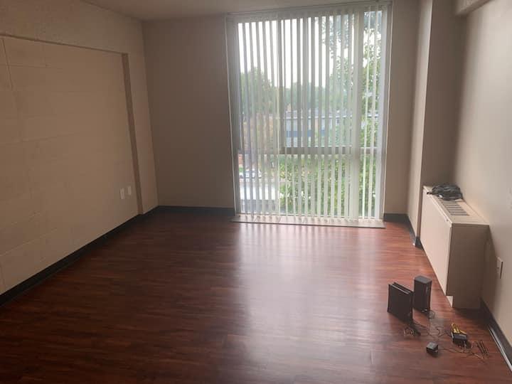 1 Bedroom(Unit 709) - 6mos Plus UnFurnished Living