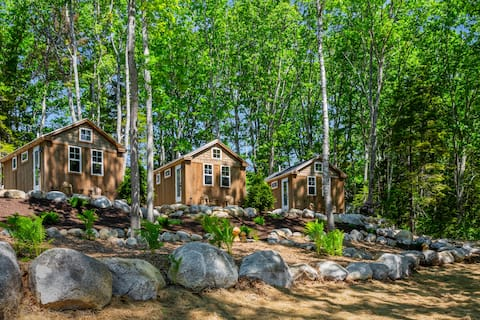 Steamboat Crossing Cabins: #2 Maple Cabin