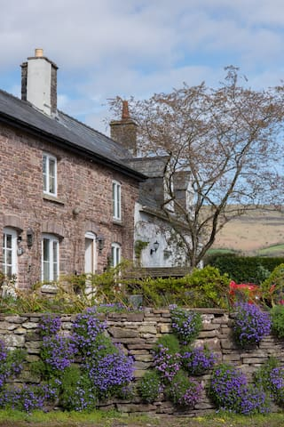 Aubreys of Llangorse, Charming 250yr Cottage - Llangorse - 獨棟