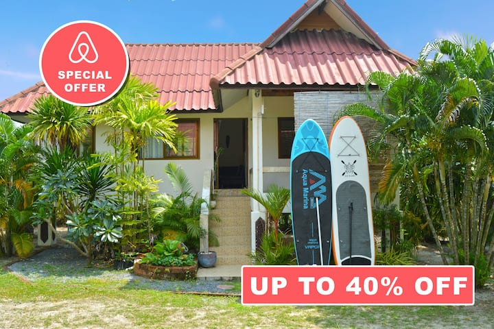 Beautiful Tropical House 20 meters from the Sea