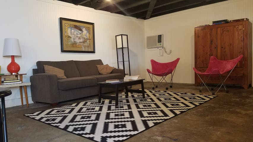 Guthrie's Studio Apt in Jazz Fest Neighborhood!