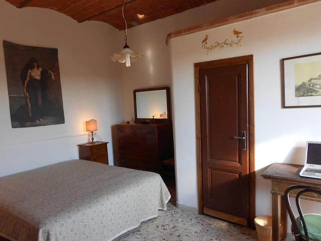 Double room with breakfast 20 min drive to the sea - Giuncarico - Dom