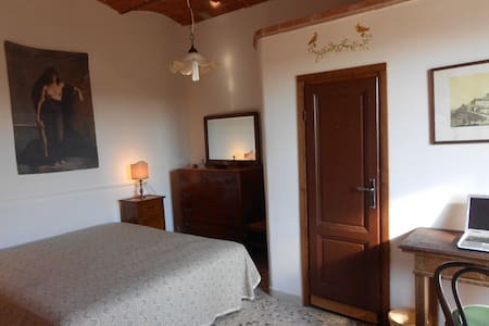 Double room with breakfast 20 min drive to the sea - Giuncarico
