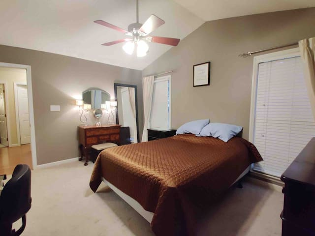 Master Bedroom in North Raleigh (Private Bath)