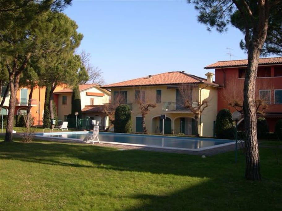 La piscina del residence / the pool of the residence
