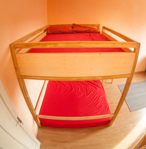Double Sized Bunk Bed @TrainStation - Bolonha
