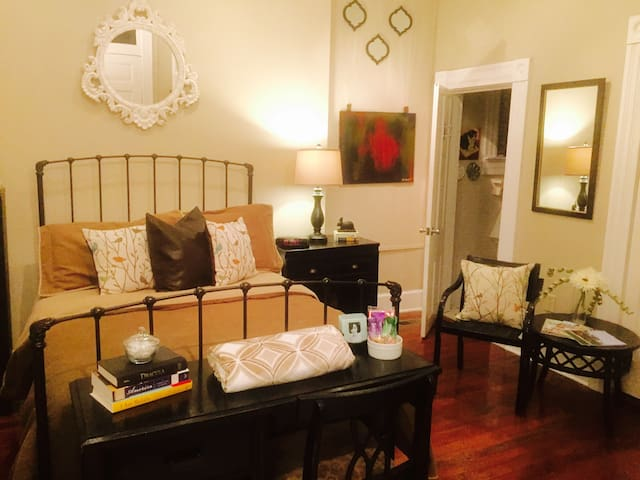 Downtown Private Entry Bed & Bath - Lexington - Apartment