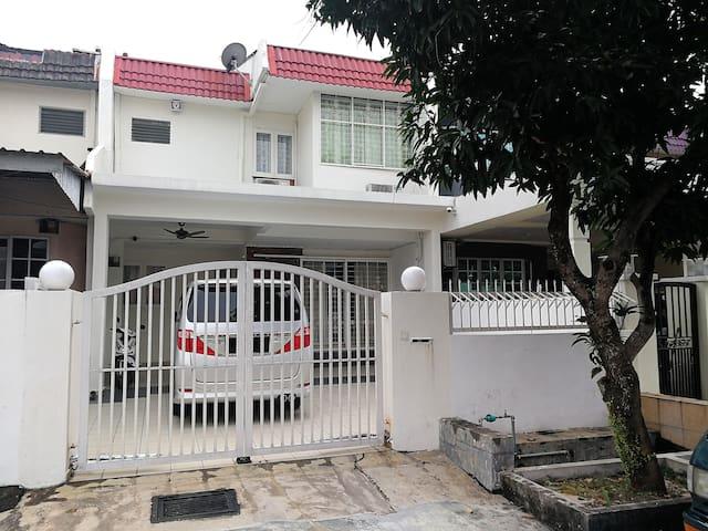 Kuala Lumpur Cheras Spacious House  吉隆坡民宿迎婚新娘屋拍摄电影