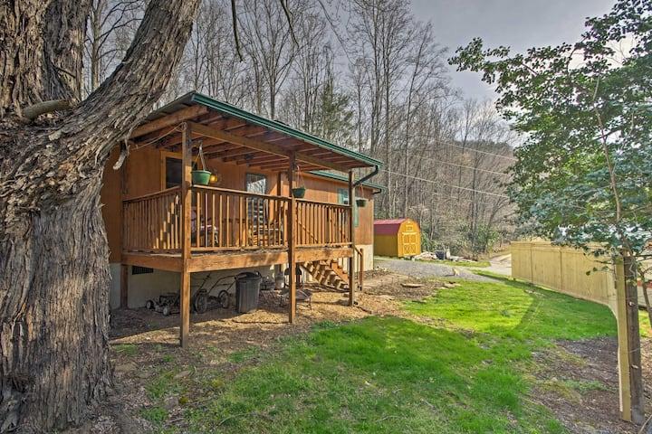 'Balsam Valley Cabin' w/Porch by Blue Ridge Pkwy!