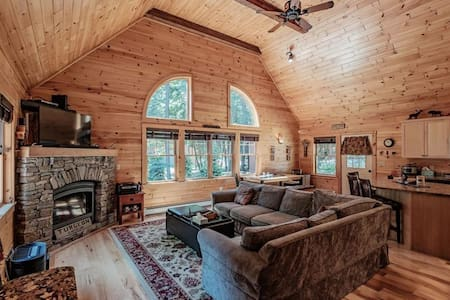 Cozy Cabin, Close to everything