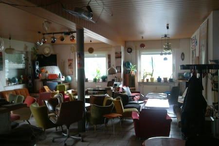 DAS Erlebnis: Living in a Bar - Heidenheim an der Brenz - Loft