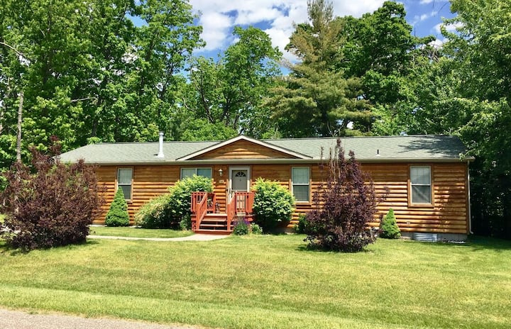 Peppers Place @ Spring Brook Resort | Cozy Retreat In Wis Dells | Resort Access