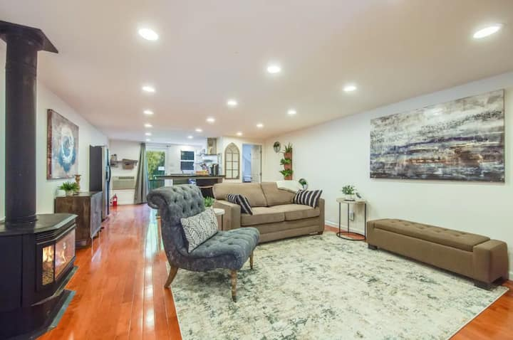 STYLISH- GUEST HOUSE ON A BEAUTIFUL ESTATE