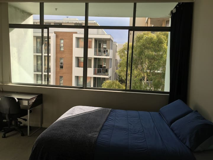 Sunny couple room in great location- Maroubra