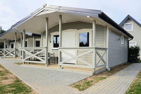 Nowe domki nad morzem i jeziorem Wicko z kominkiem
