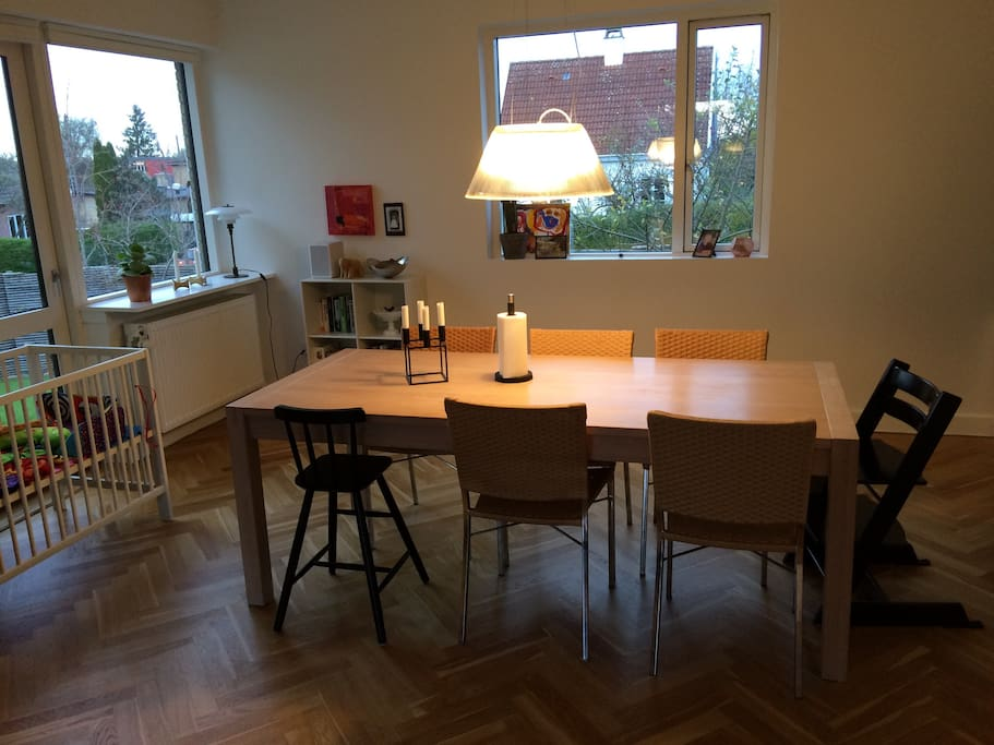Dining room w. big table easily fits 8 + high chairs for children