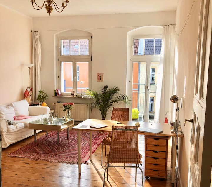 Beautiful Spacious 2 room Apartment with Balcony
