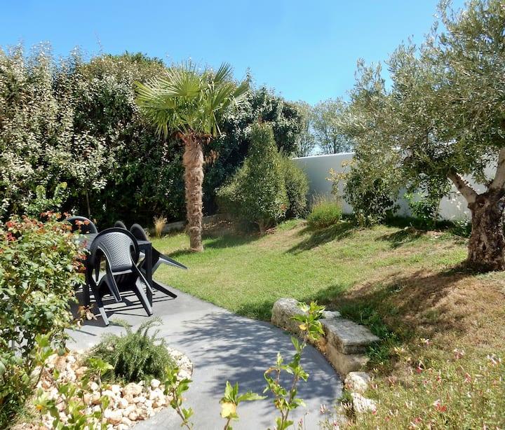 Maison agréable (classée 2*) avec son jardinet.