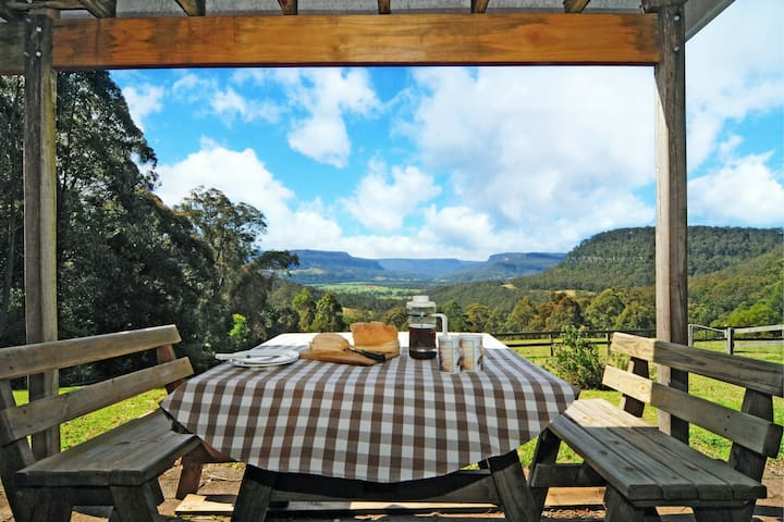 Alcheringa Cottage - Amazing Location with views!