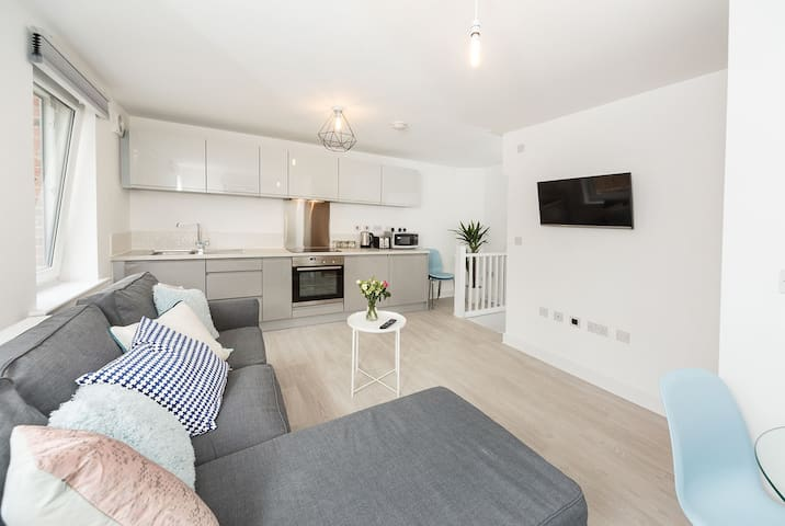 Wakefield City Centre 1 minute walk to station