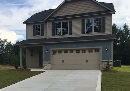 New home located in Fayetteville - Fayetteville - Hus