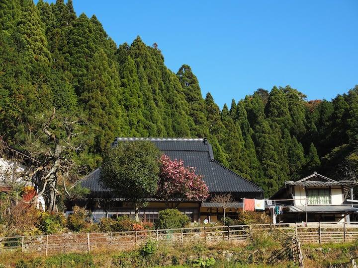 豊かな自然の築150年古民家、イスラエル&日本人ファミリーと英語でホームステイ。一日一組、食材費込!