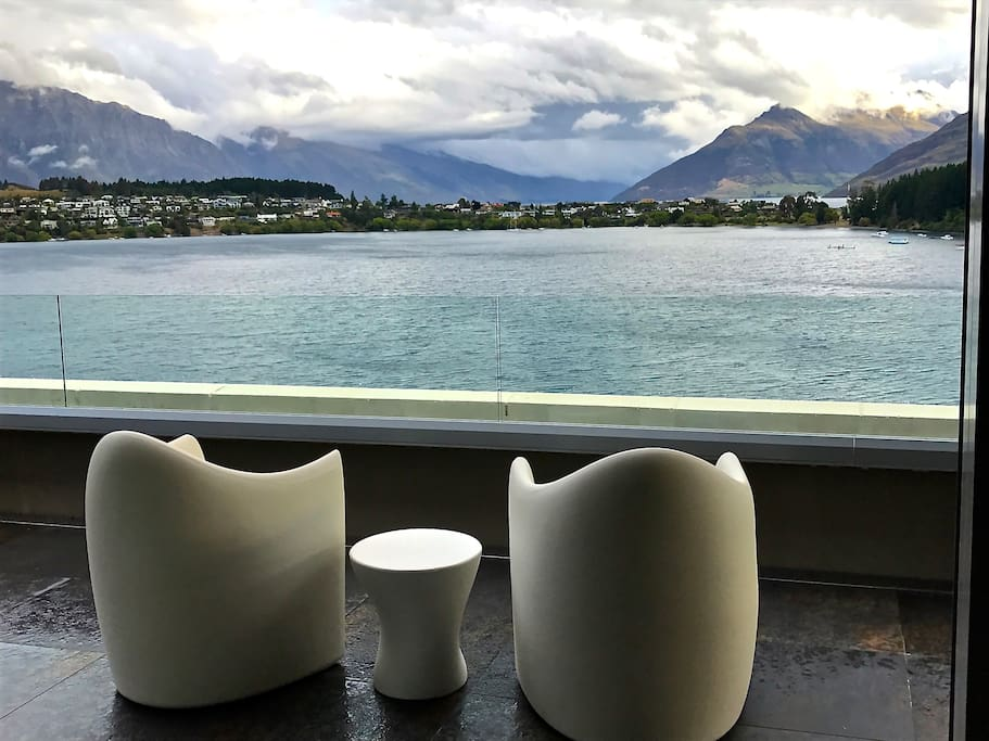 Close to the heart of Queenstown with amazing mountain views and direct lake access.