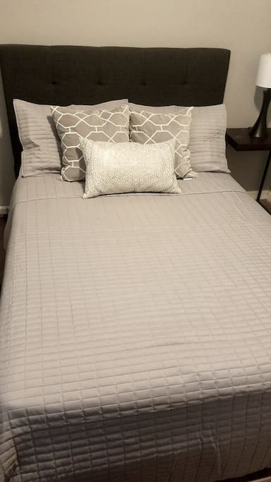 Bed w/ Awesome Linens from West Elm!