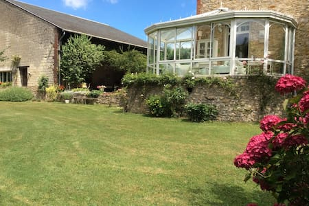 Maison familiale dans grand jardin chambre 1 - Bessancourt - 独立屋