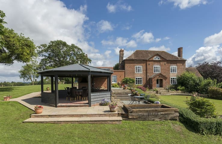 Broad Meadows Farmhouse (12 Guests)