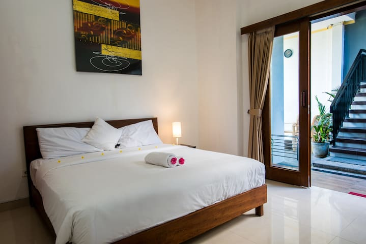 Canggu Ocean House: 312 steps to the beach /Violet