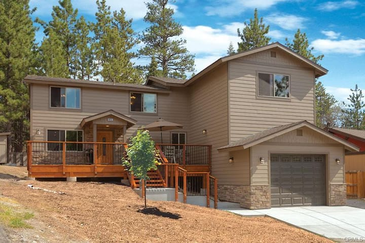 Large Cabin Centrally Located In Big Bear