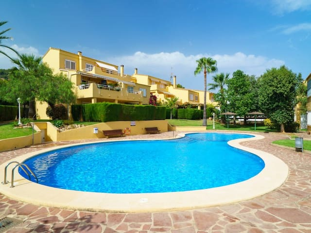 Lovely and quiet apartment garden/pool. WIFI,