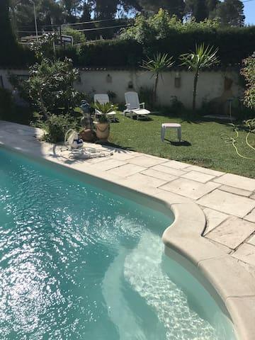 joli studio rdj avec piscine Cannes Mougins