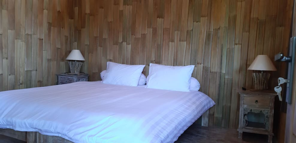 The queen size bed room