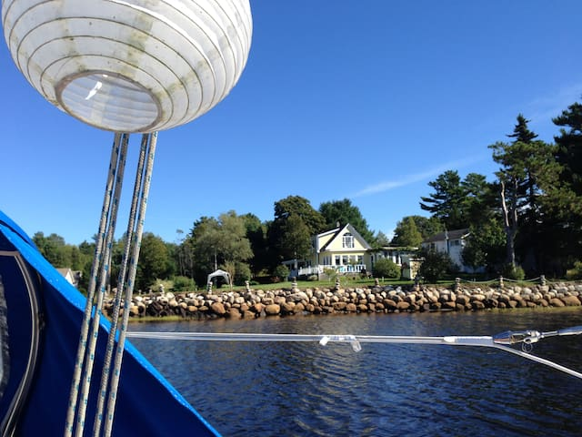 Sunny, salt water frontage - Upper LaHave - House