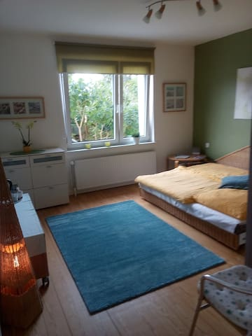 Ein helles Zimmer in der Ostseenähe