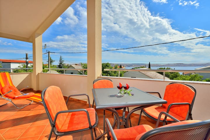 Lovely apartment 1 minute away from beach - Cesarica - Wohnung