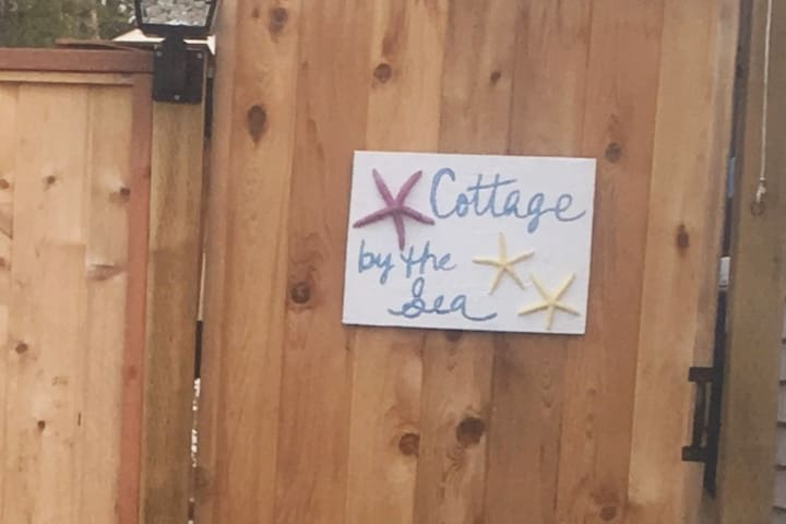 Cottage by the Sea in Sunny Parksville