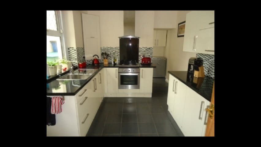 Semi-Detached House - Abertillery - 一軒家