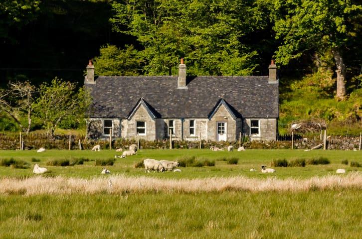 Peaceful cottage rooms in historic Kilmartin Glen