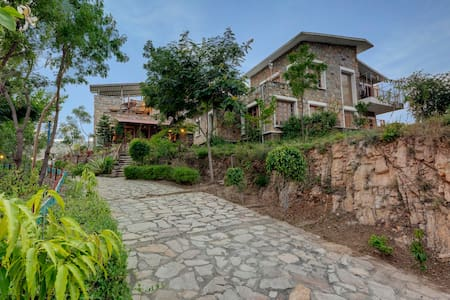 Seven Stays Lake & mountain view villa - 3 bed