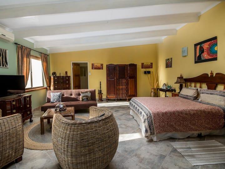 Room 8 - Frangipani